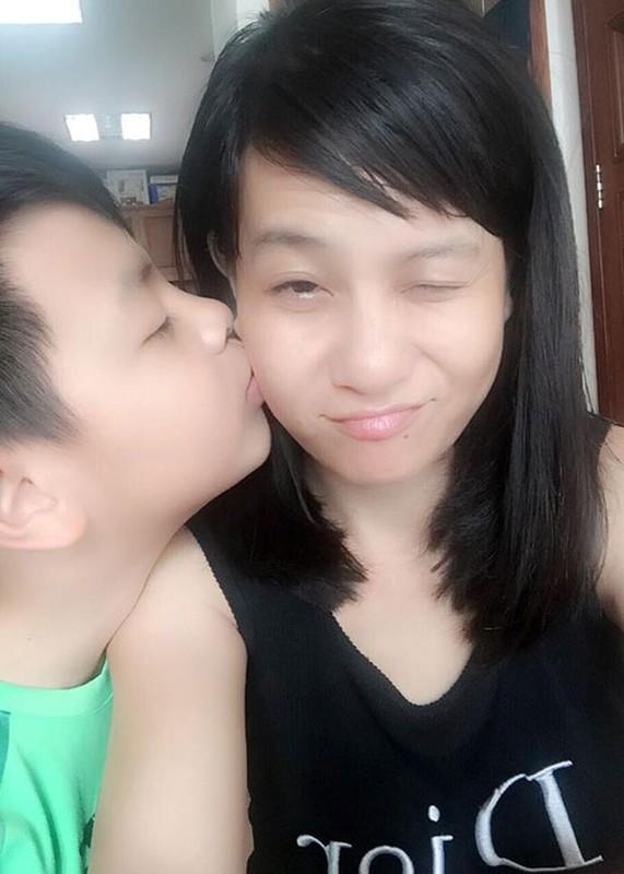 Khoanh khac dang yeu cua Cat Phuong ben con trai-Hinh-8