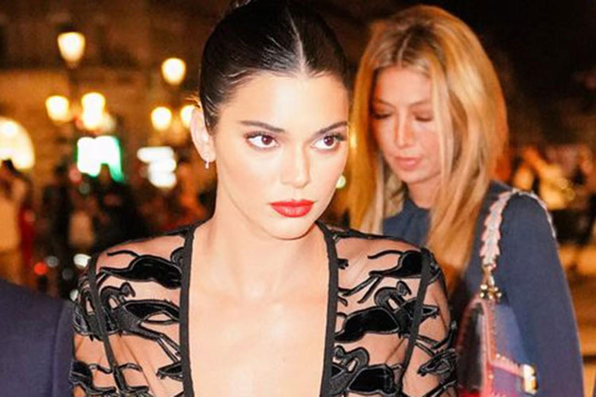 Kendall Jenner dinh nhieu scandal truoc lum xum anh khoa than-Hinh-2