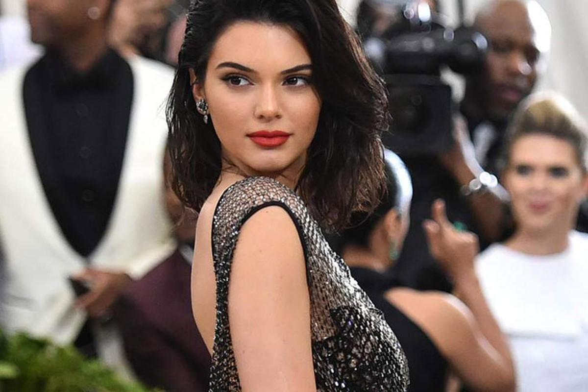 Kendall Jenner dinh nhieu scandal truoc lum xum anh khoa than-Hinh-8