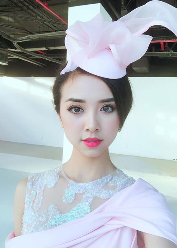 A hau 2 Thuy An xinh dep khong kem tan Hoa hau Tran Tieu Vy-Hinh-10