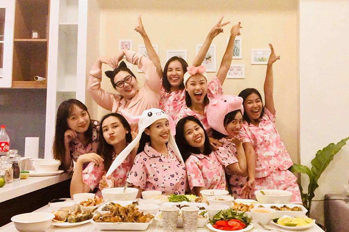 Nha Phuong lai bi soi vong 2 lon bat thuong trong tiec doc than-Hinh-3