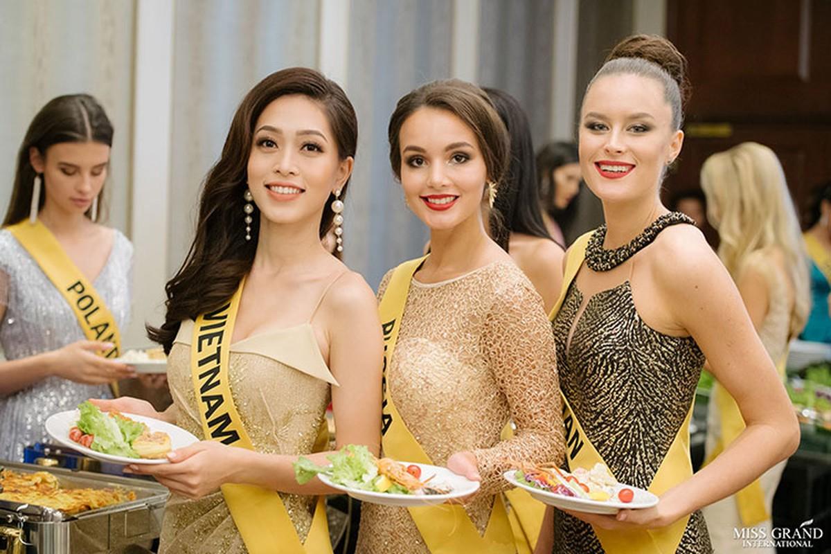 A hau Phuong Nga tro tai ca hat tai Miss Grand International 2018-Hinh-4