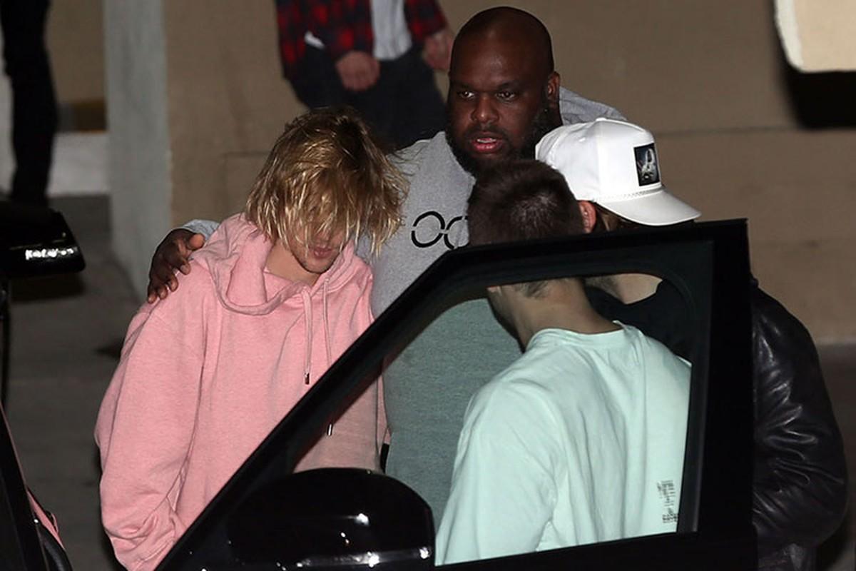 Tinh cu Selena Gomez nhap vien, Justin Bieber om mat khoc ben hon the-Hinh-7