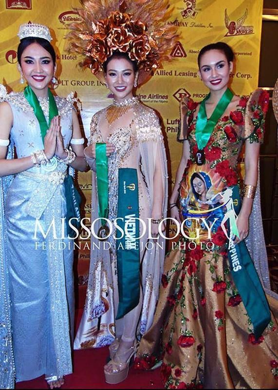Soi trang phuc dan toc giup Phuong Khanh gianh giai vang Miss Earth-Hinh-3