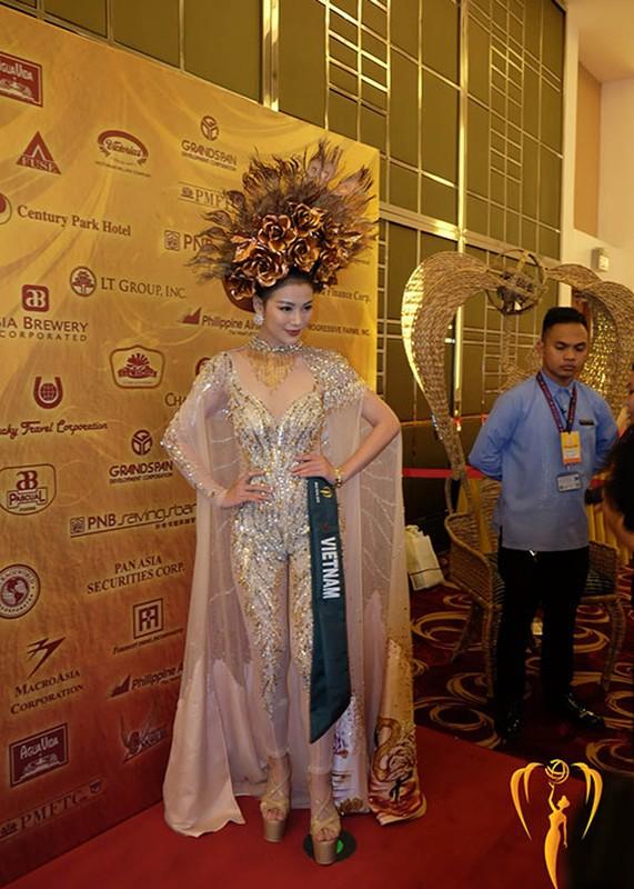 Soi trang phuc dan toc giup Phuong Khanh gianh giai vang Miss Earth-Hinh-4