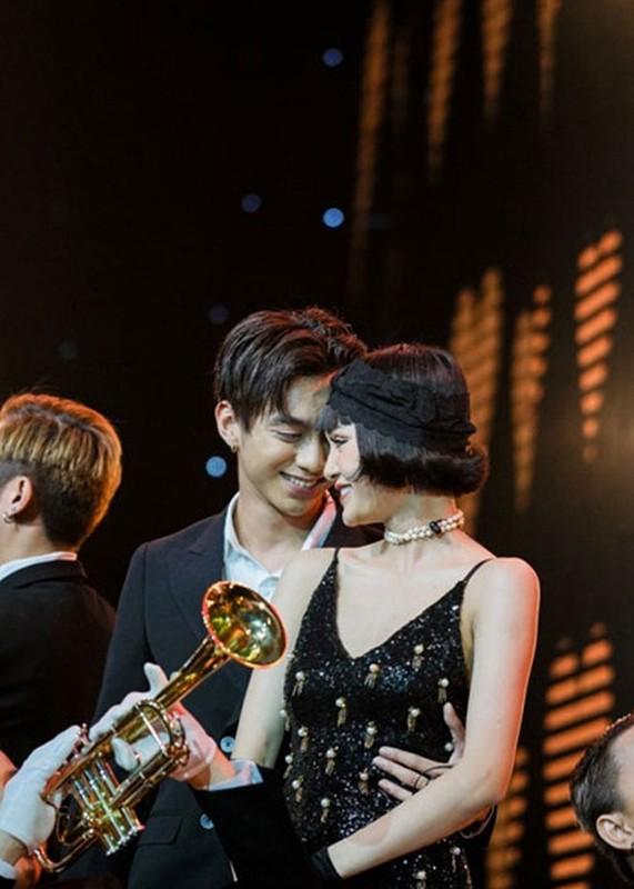 Do sac dan bong hong vay quanh Soobin Hoang Son-Hinh-9