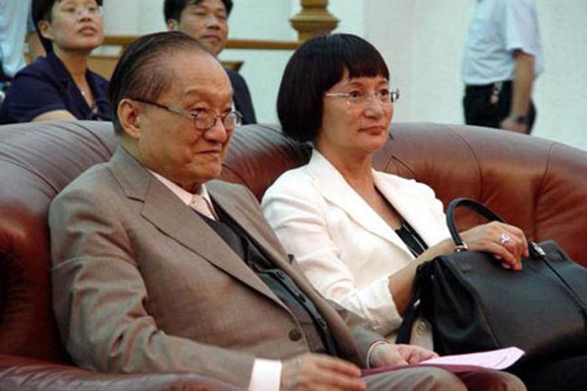 Chan dung 3 nguoi vo cua co nha van Kim Dung-Hinh-11