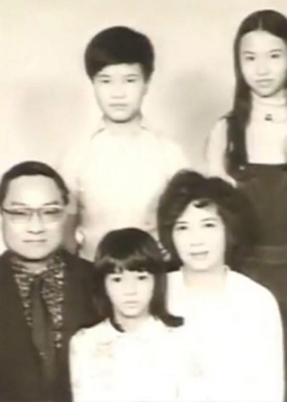 Chan dung 3 nguoi vo cua co nha van Kim Dung-Hinh-3