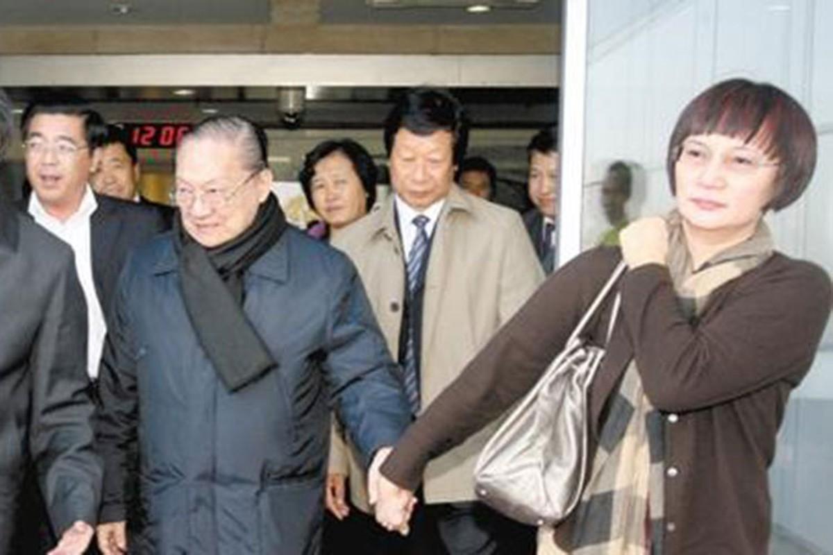 Chan dung 3 nguoi vo cua co nha van Kim Dung-Hinh-8