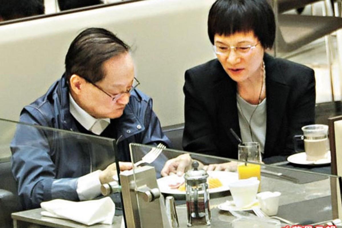 Chan dung 3 nguoi vo cua co nha van Kim Dung-Hinh-9