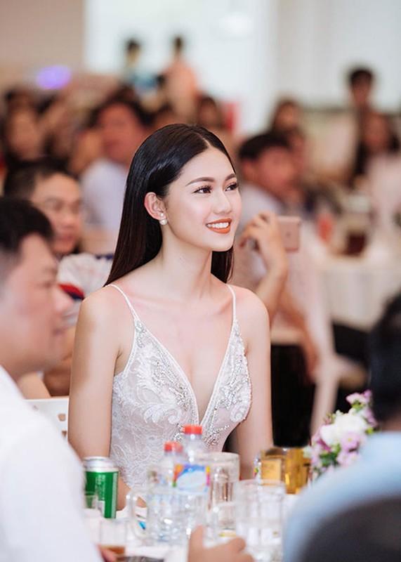 Loat anh goi cam cua A hau Thanh Tu sap cuoi ban trai U40-Hinh-14