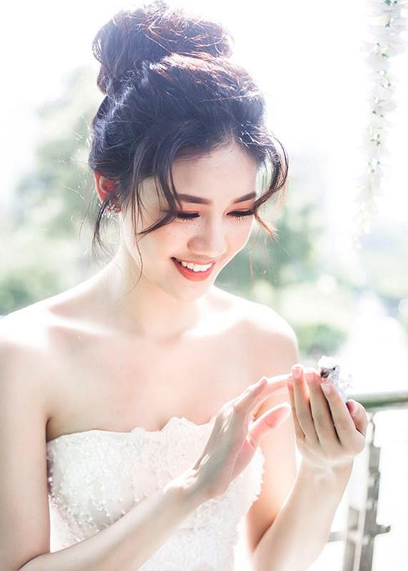 Loat anh goi cam cua A hau Thanh Tu sap cuoi ban trai U40-Hinh-3