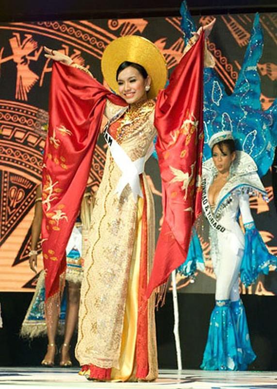Truoc H'hen Nie dai dien VN mang quoc phuc gi den Miss Universe?-Hinh-5