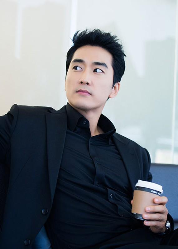 Ve dien trai ngoi ngoi cua tai tu Song Seung Hun o tuoi 42-Hinh-2
