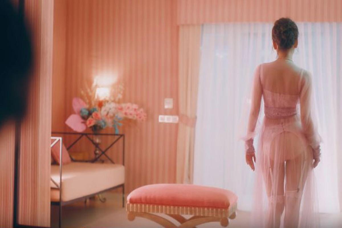 Ngoai om heo ban nude, Chi Pu con tao bao the nao trong MV?-Hinh-3