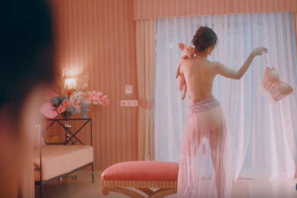 Ngoai om heo ban nude, Chi Pu con tao bao the nao trong MV?-Hinh-6