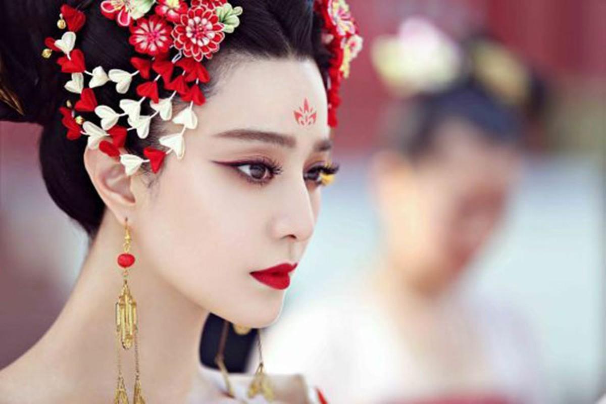 Nhung be boi gay rung dong showbiz Hoa ngu nam 2018-Hinh-2