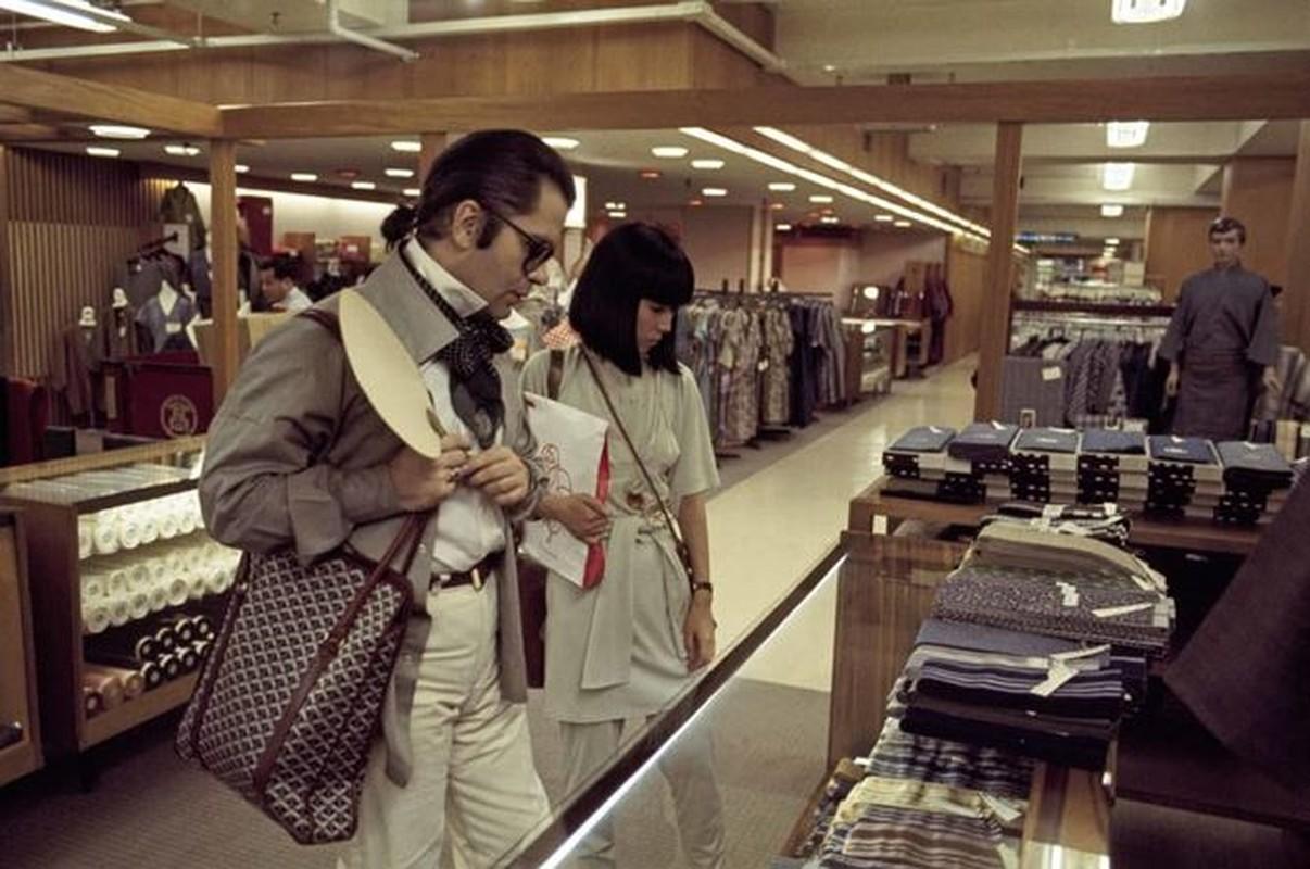 Nhin lai su nghiep lung lay cua huyen thoai thoi trang Karl Lagerfeld-Hinh-6