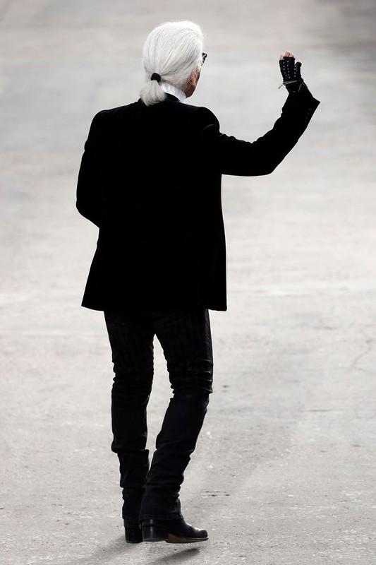 Nhin lai su nghiep lung lay cua huyen thoai thoi trang Karl Lagerfeld