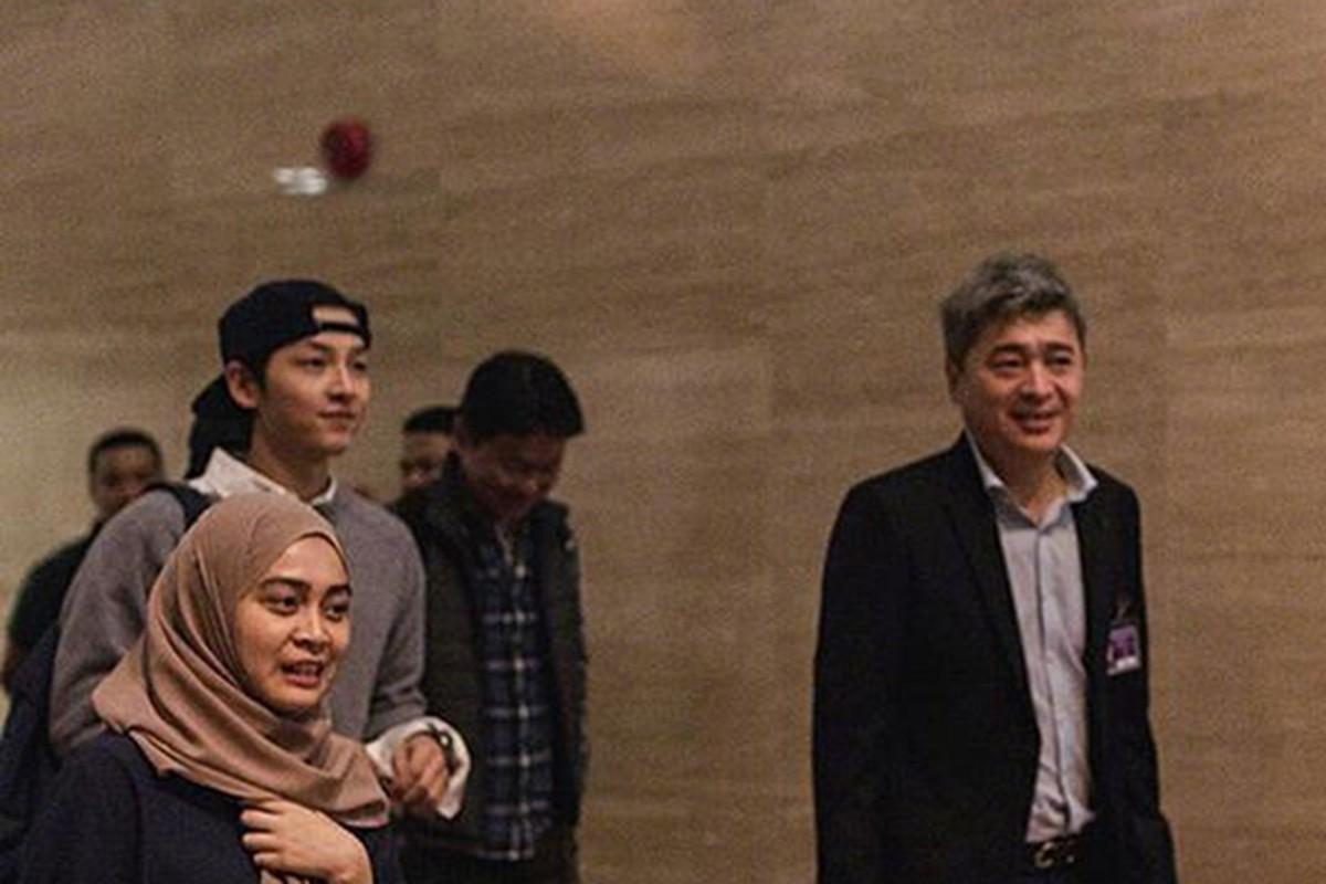 Song Joong Ki xuat hien tuoi tan sau khi phu nhan ly hon