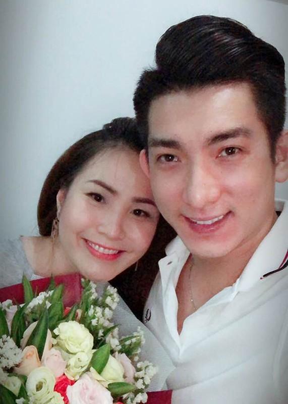 Chong cu Phi Thanh Van khoe con moi sinh sau lum xum vo no-Hinh-5