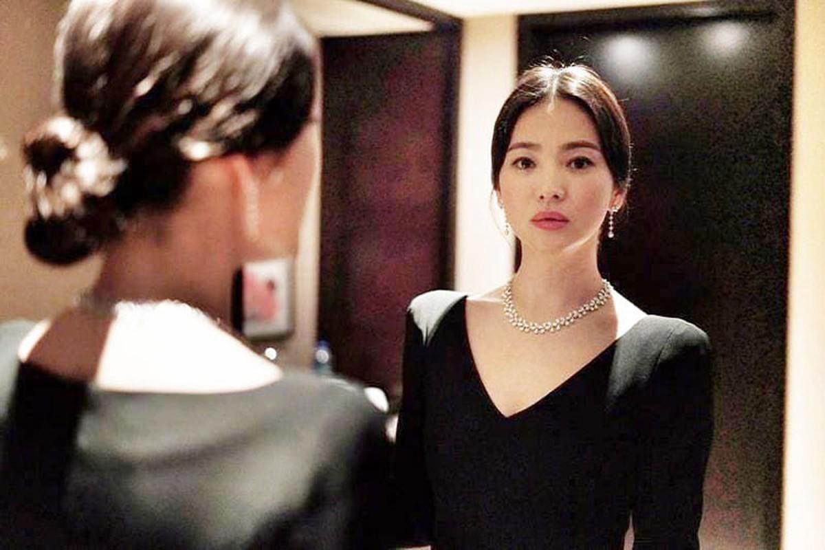 Song Hye Kyo khong deo nhan cuoi, cong khai nam tay Luu Duc Hoa-Hinh-3
