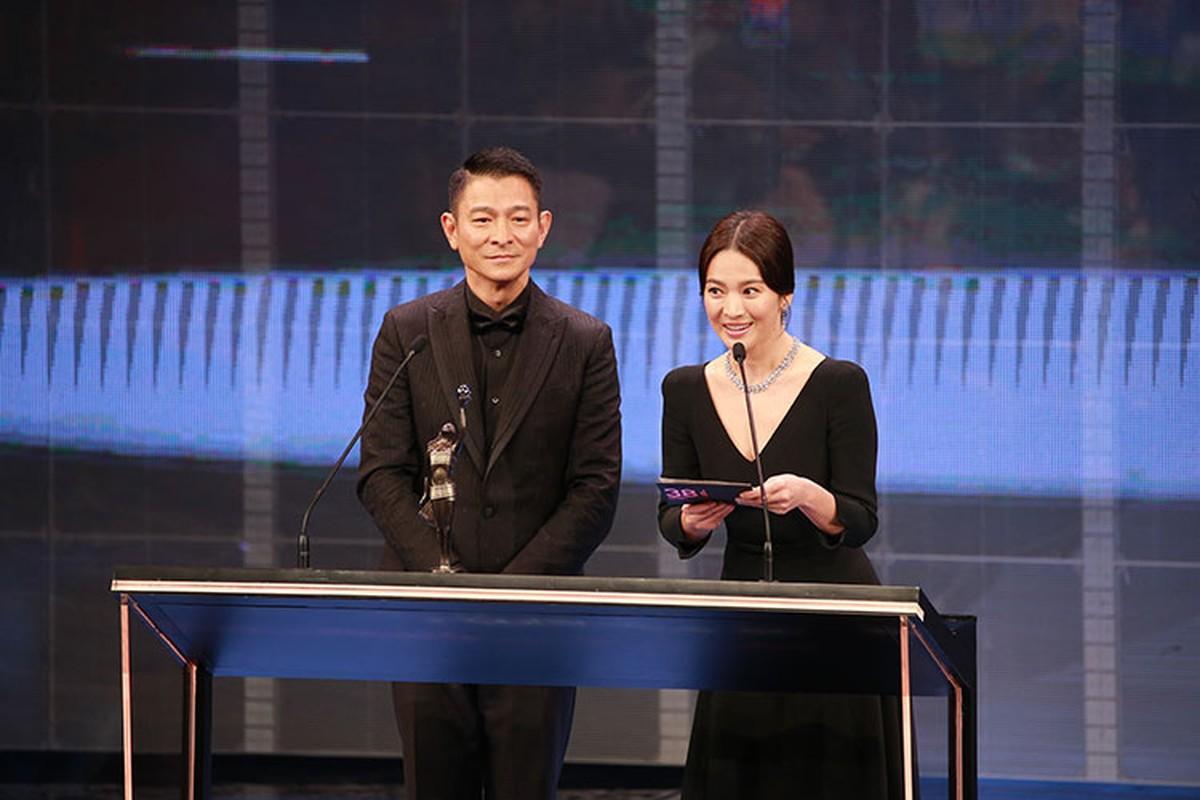 Song Hye Kyo khong deo nhan cuoi, cong khai nam tay Luu Duc Hoa-Hinh-9