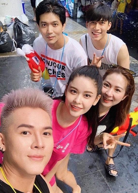 Hau ly hon Truong Quynh Anh, Tim khoe anh ben co gai giau mat-Hinh-3