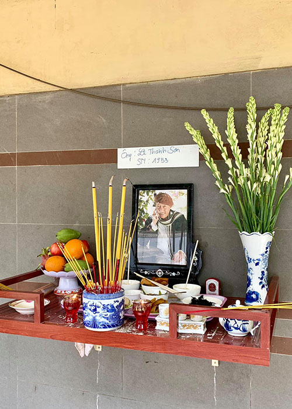 Thuy Hanh, My Uyen khoc sung mat vieng nghe si Le Binh-Hinh-3
