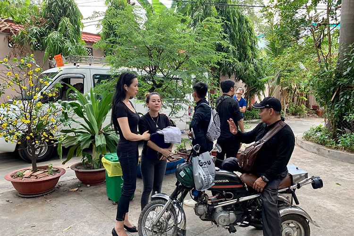 Thuy Hanh, My Uyen khoc sung mat vieng nghe si Le Binh-Hinh-6