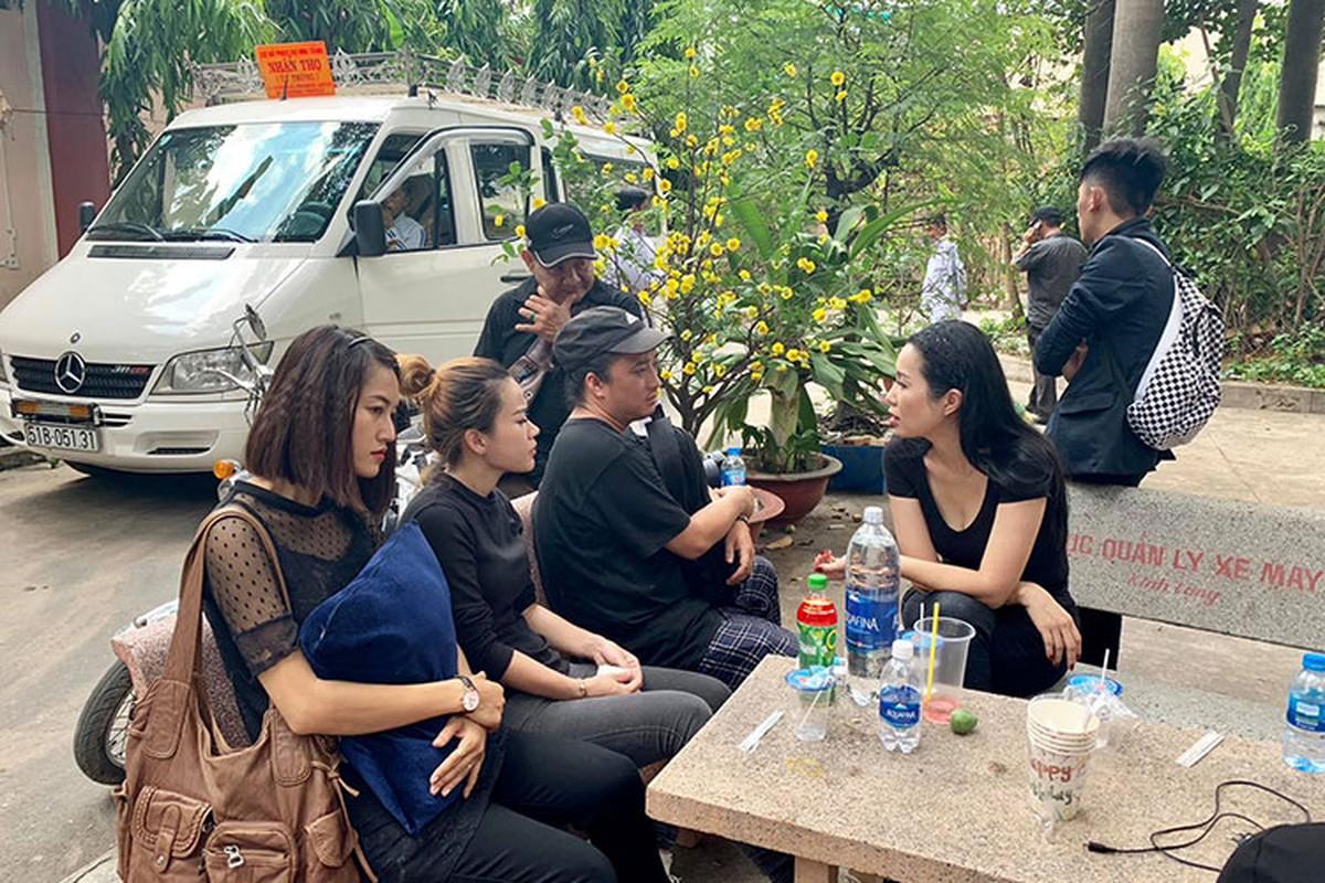 Thuy Hanh, My Uyen khoc sung mat vieng nghe si Le Binh-Hinh-7