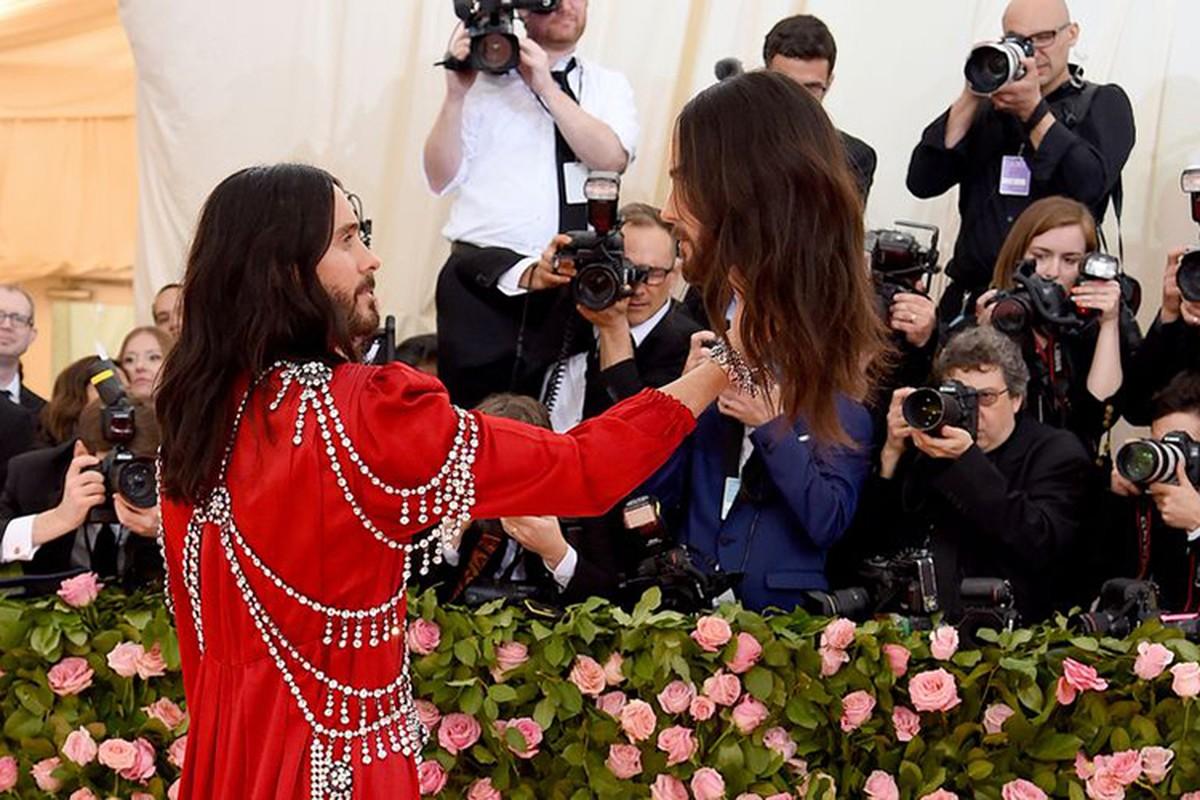 Jared Leto om dau nguoi nhan tao, Lady Gaga 4 lan lot vay tai Met Gala-Hinh-3