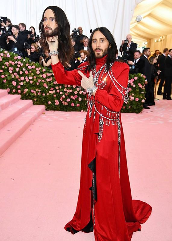 Jared Leto om dau nguoi nhan tao, Lady Gaga 4 lan lot vay tai Met Gala-Hinh-4