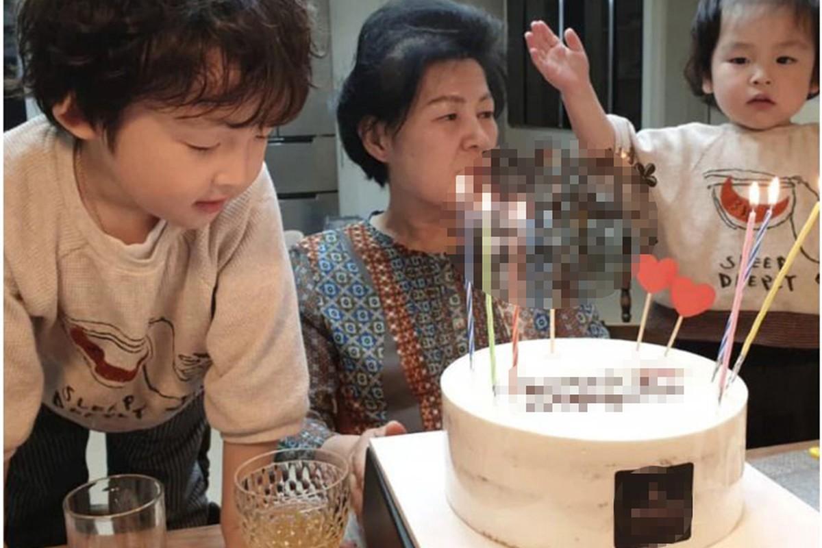 Song Hye Kyo khong du sinh nhat me chong giua lum xum ly hon?