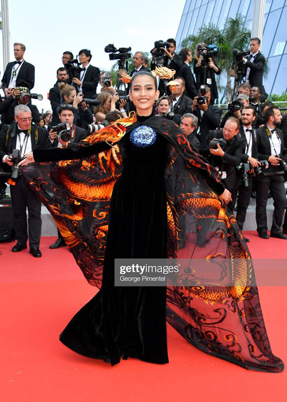 Du Cannes 2019, Truong Thi May mac kin dao, khac han Ngoc Trinh-Hinh-2