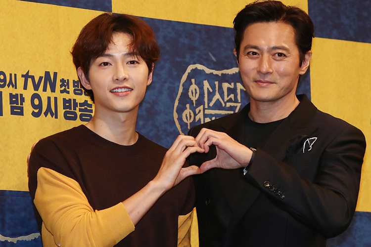 Song Joong Ki lo dien ben tieu tam tin don, khong deo nhan cuoi-Hinh-6