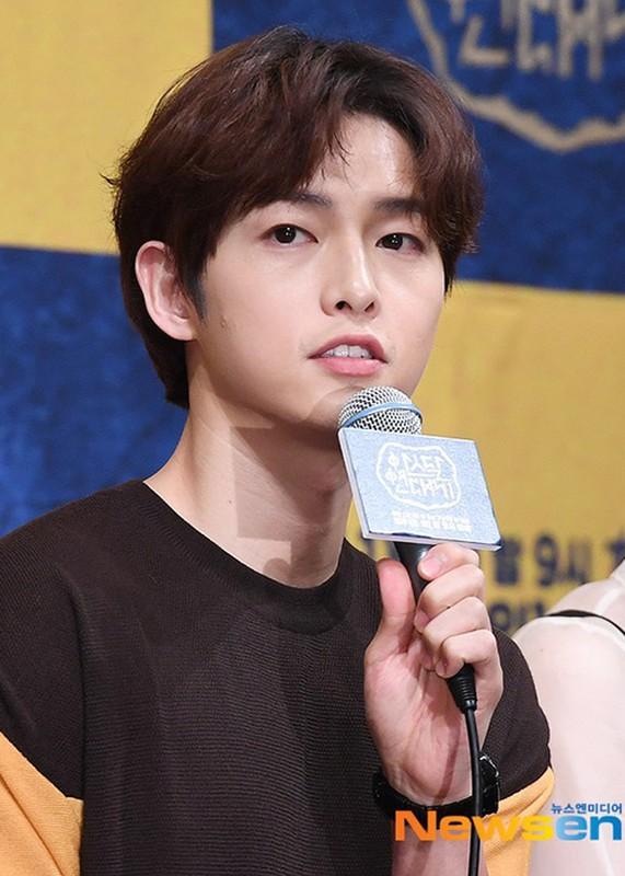 Song Joong Ki lo dien ben tieu tam tin don, khong deo nhan cuoi-Hinh-8