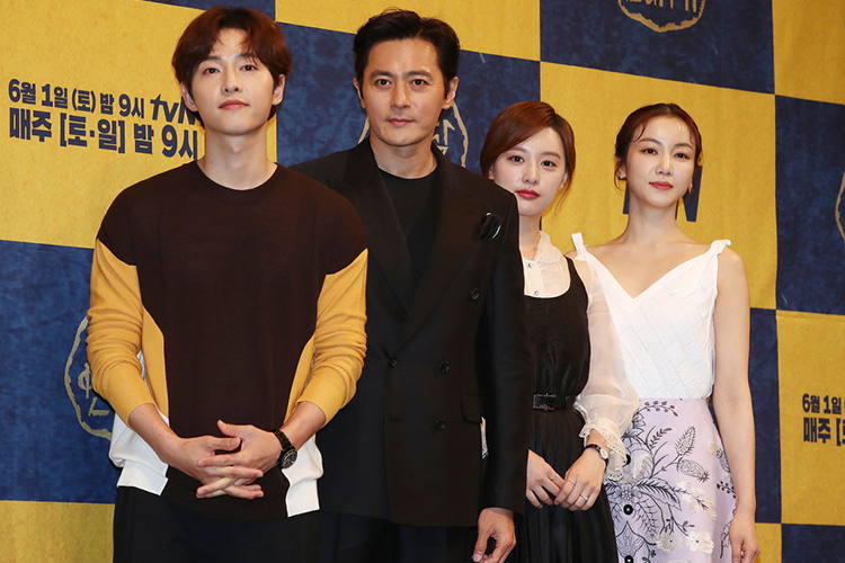 Song Joong Ki lo dien ben tieu tam tin don, khong deo nhan cuoi-Hinh-9