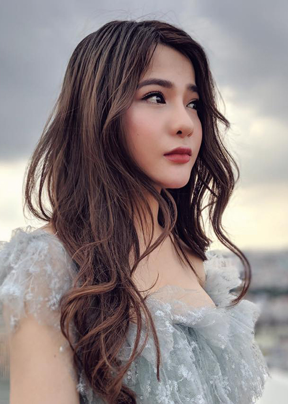 Hot girl Giong hat Viet vuong scandal doi goi dung nghe danh la ai?-Hinh-10
