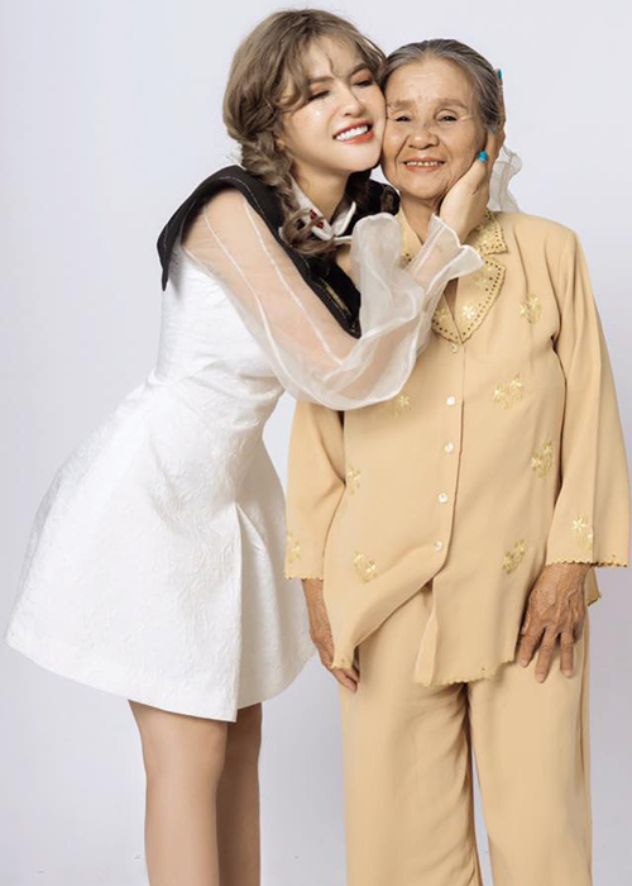 Hot girl Giong hat Viet vuong scandal doi goi dung nghe danh la ai?-Hinh-11