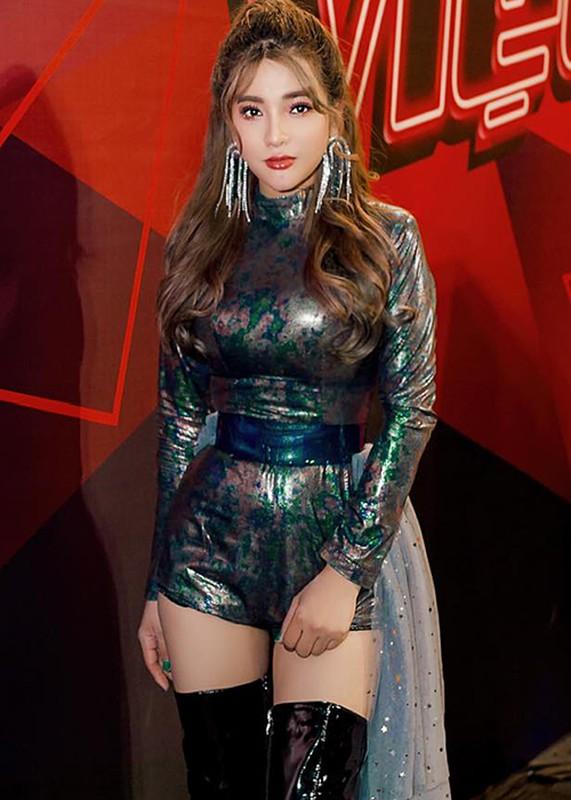 Hot girl Giong hat Viet vuong scandal doi goi dung nghe danh la ai?-Hinh-2