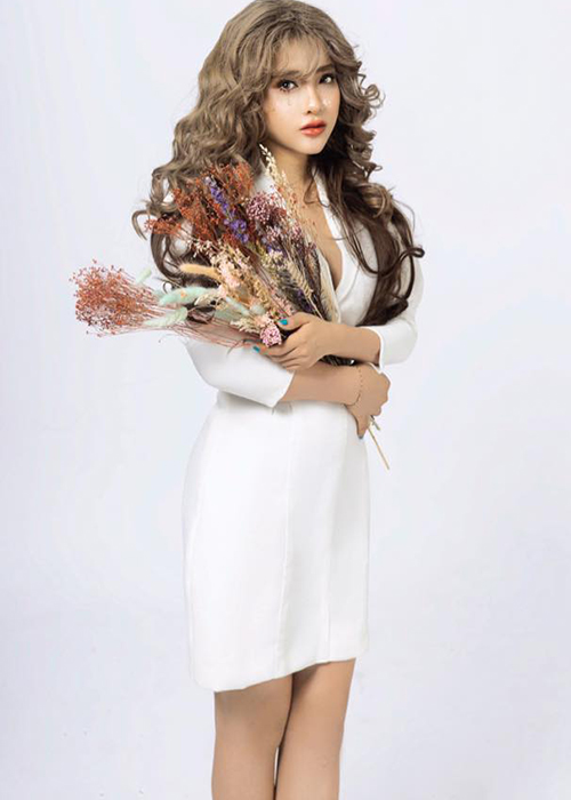 Hot girl Giong hat Viet vuong scandal doi goi dung nghe danh la ai?-Hinh-5