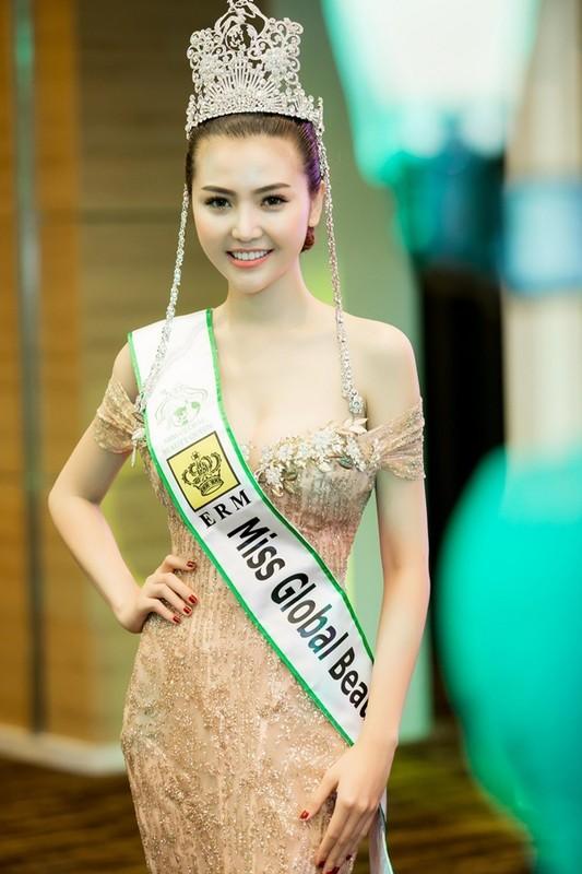 Loat hoa hau vua dang quang chua bao lau da bi cong chung quen sach-Hinh-5