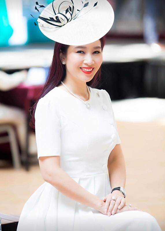Ngam ve man ma khong tuoi cua Hoa khoi Thu Huong