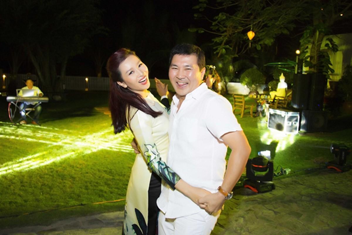 Hoa khoi Thu Huong duoc chong chieu het muc nhieu nguoi phat ghen