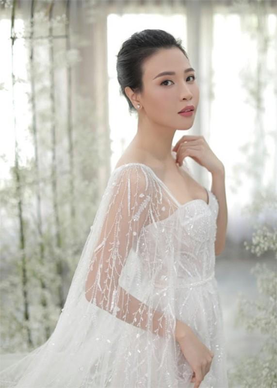 Dieu dac biet ve 3 chiec vay cuoi cua Dam Thu Trang trong hon le-Hinh-11
