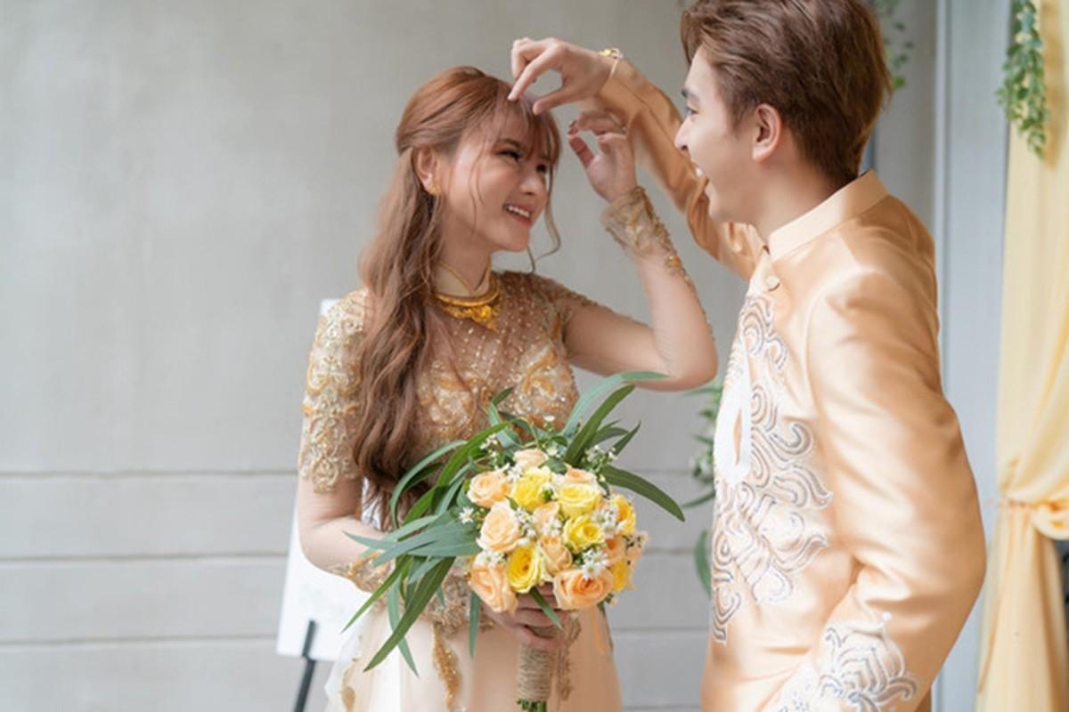 Thu Thuy: Tu qua khu ngon tinh den hien tai scandal chong tre-Hinh-12