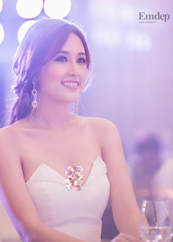 Sau on ao, Mai Phuong Thuy lai dien vay goi cam