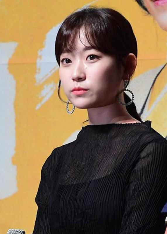 Loat my nhan Han lao dao vi bi nghi ngoai tinh voi Ahn Jae Hyun-Hinh-6