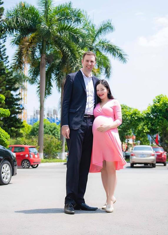 To am hanh phuc cua Lan Phuong ben chong Tay cao 2m
